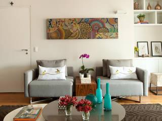 Apartamento em Vila Nova Conceição, São Paulo: Salas de estar  por Liliana Zenaro Interiores,
