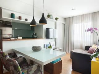 Apartamento no Brooklin, São Paulo: Salas de estar  por Liliana Zenaro Interiores,