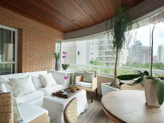 Apartamento na Vila Nova Conceição II: Terraços  por Liliana Zenaro Interiores,