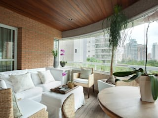 Liliana Zenaro Interiores Modern style balcony, porch & terrace
