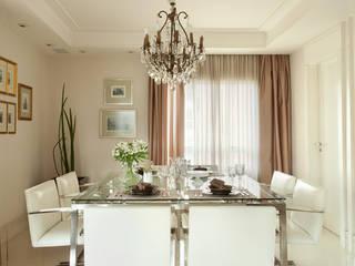 Apartamento na Vila Nova Conceição II: Salas de jantar  por Liliana Zenaro Interiores,