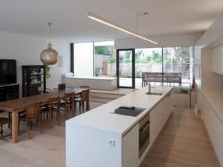 schröckenfuchs∞architektur Modern style kitchen