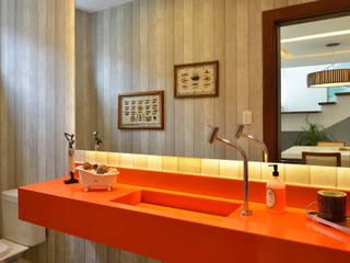 モダンスタイルの お風呂 の Pinheiro Martinez Arquitetura モダン