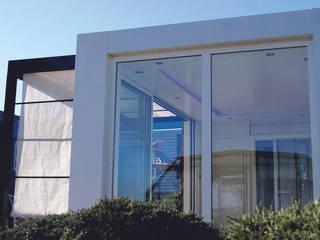 Studio jardin: Garage / Hangar de style  par .oboo-outdoor