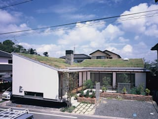 Casas rústicas de 小栗建築設計室 Rústico