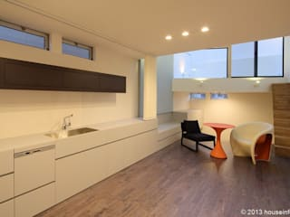 現代廚房設計點子、靈感&圖片 根據 (株)ハウスインフォ 現代風