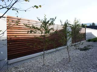 Contractors Modern style gardens Wood Grey