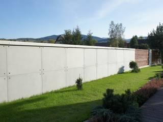 Ogrodzenie z betonu architektonicznego Nowoczesny ogród od Contractors Nowoczesny