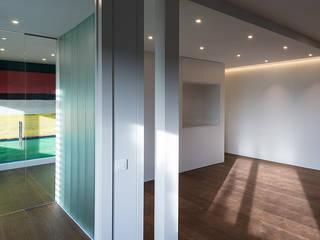 Reforma de vivienda en Arturo Soria, Madrid: Salones de estilo  de Fernando Nieto Arquitecto