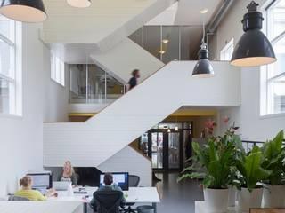 TRANSFORMATIE VAN KERK NAAR KANTOOR:  Kantoorgebouwen door HOYT architecten