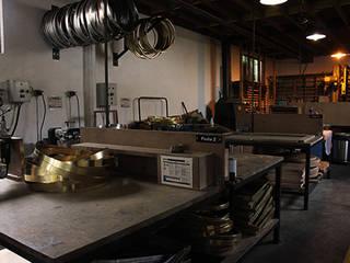 Atelier Ardamez Garage / Hangar classiques par Ardamez Classique