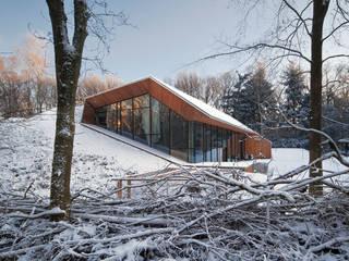 Casas modernas: Ideas, imágenes y decoración de KRFT Moderno