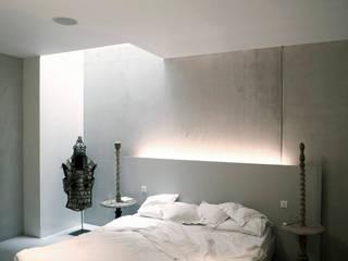 Camera da letto in stile in stile Moderno di KRFT