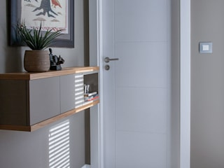 Moderner Flur, Diele & Treppenhaus von Urbana Interiorismo Modern