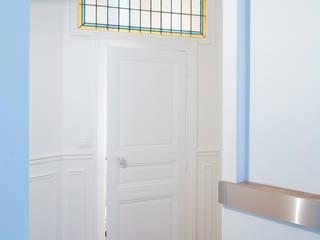 Koridor & Tangga Modern Oleh MELANIE LALLEMAND ARCHITECTURES Modern