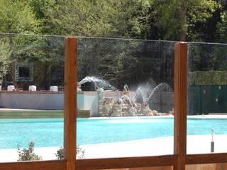 Piscina: Piscina in stile in stile Mediterraneo di sereni marco