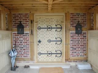 Large Decorative Front Door Arttus Casas de estilo clásico
