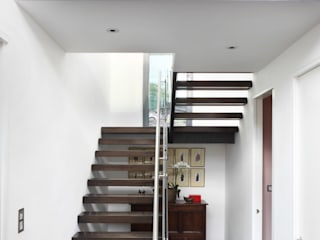 Ingresso & Corridoio in stile  di E2 Architecture + Interiors, Moderno