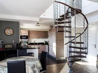 Modernisation d'un appartement en duplex Couloir, entrée, escaliers modernes par MSD architecte d'intérieur Moderne