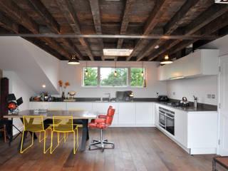 OPPIDANS ROAD, PRIMROSE HILL: modern Kitchen by E2 Architecture + Interiors