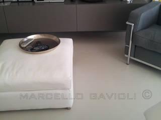 モダンデザインの リビング の Marcello Gavioli モダン