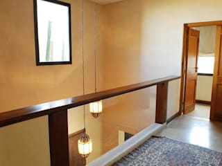Parrado Arquitectura Modern Corridor, Hallway and Staircase