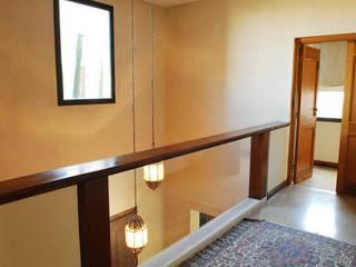 Koridor & Tangga Modern Oleh Parrado Arquitectura Modern