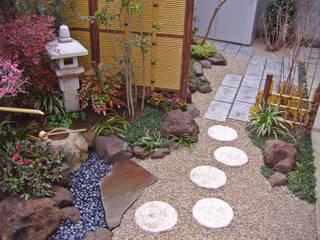 手水鉢を望む和庭~世田谷~ オリジナルな 庭 の 新美園 オリジナル