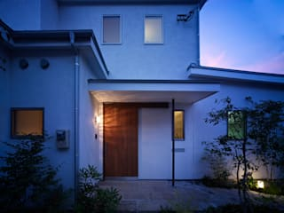Modern Houses by 鶴巻デザイン室 Modern