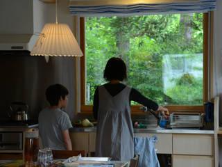 マドが効く 居心地のいい家(御代田町): (株)誠設計事務所が手掛けたスカンジナビアです。,北欧