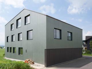 Casas modernas de LENGACHER EMMENEGGER PARTNER AG Moderno
