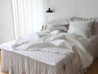 Rustic style bedroom by 메종드룸룸 Rustic