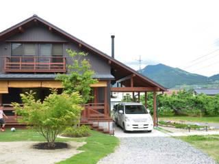 高社山を望んで朝食を 大屋根の住まい(山ノ内町): (株)誠設計事務所が手掛けたアジア人です。,和風