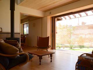 ピアノ室のある住まい(長野市): (株)誠設計事務所が手掛けたクラシックです。,クラシック