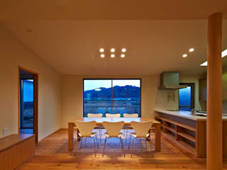 古枝の家: 鶴巻デザイン室が手掛けたダイニングです。,