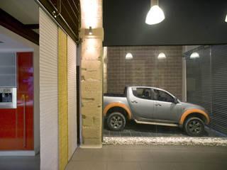 Vestíbulo y garaje: Pasillos y vestíbulos de estilo  de pxq arquitectos