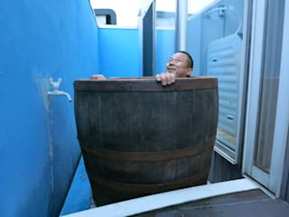モルトウイスキー樽500Lで、露天風呂を創ってみました♪: (有)エクサ 庭工房絵草 DOGRUN海岸通りが手掛けた浴室です。
