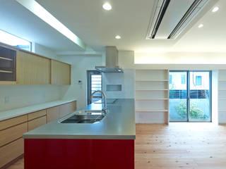 中庭の家 モダンな キッチン の 鶴巻デザイン室 モダン