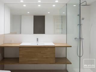 Baños de estilo  por slvr estudio