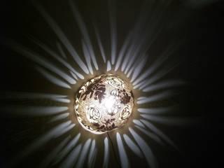 Rose light   attached lamp:  de style  par Amahe Luminaires Artistiques en Calebasse  (luminaire therapeutique)