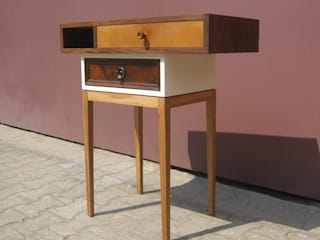 Console Table:   by Cassettini