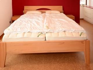 Doppelbett in Kernbuche:   von Schreinerei Niebler