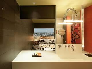 Śródziemnomorska łazienka od RAFAEL VARGAS FOTOGRAFIA SL Śródziemnomorski