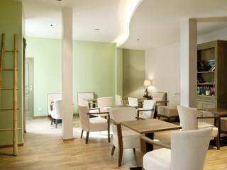 Salon de thé à Belfort: Restaurants de style  par Codes Intérieurs