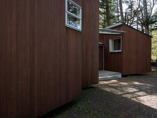 旧軽井沢のリバーサイドハウス モダンな 家 の timeship柳田建築計画室 モダン