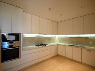 現代廚房設計點子、靈感&圖片 根據 Borges de Macedo, Arquitectura. 現代風