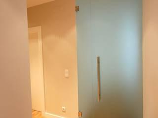 現代風玄關、走廊與階梯 根據 Borges de Macedo, Arquitectura. 現代風