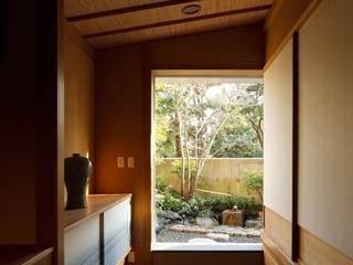 茶室空間 広間・小間・立礼席: 忘蹄庵建築設計室が手掛けた和室です。
