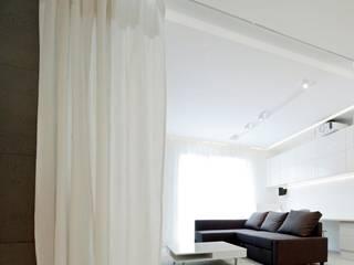 Beton architektoniczny - nowoczesna aranżacja salonu Nowoczesny salon od Luxum Nowoczesny