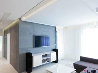 Architectural concrete - modern arrangement of livingroom Modern living room by Luxum Modern